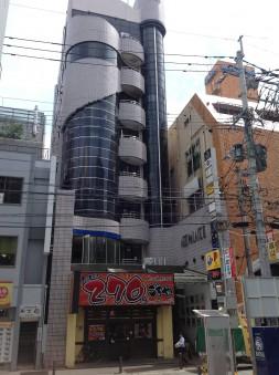 視認性の高いビルの外観