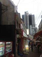 ビル前の通りの様子